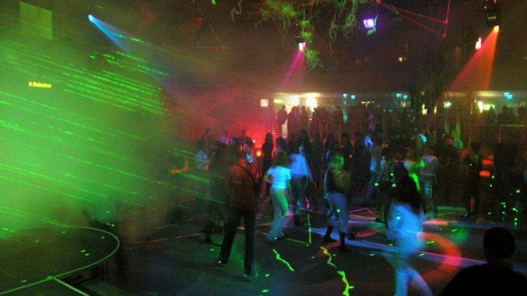 Ночные клубы страсть девушки в клубе москва